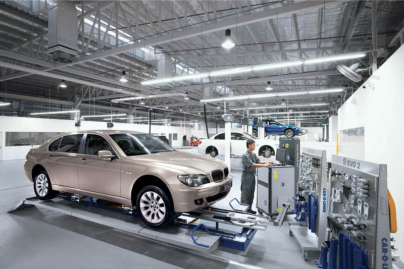 Worlds First M Showroom Opens Full Service Centre For BMW Cars - Cool cars service centre