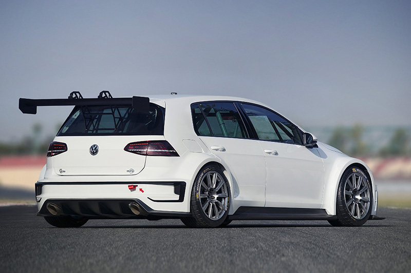 2-litre turbo engine with direct fuel injection comes from the Golf R. In this lightweight race car, the engine generates 330 bhp.