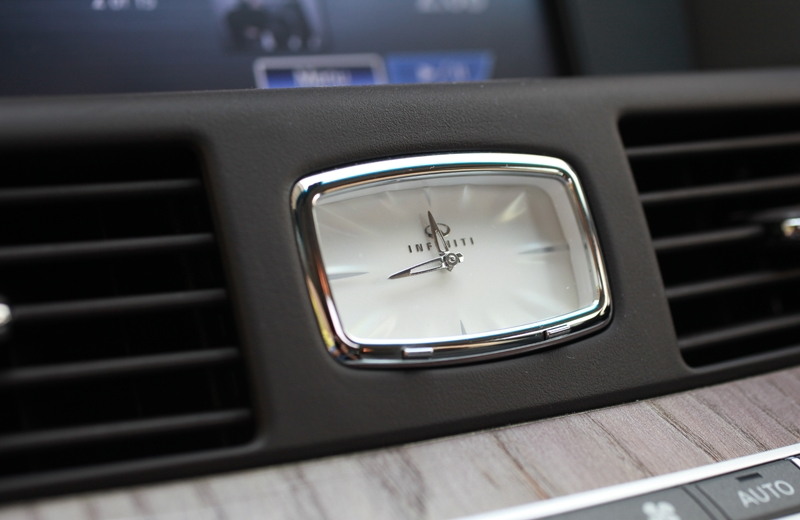 This little addition does add class to the Q70's interior