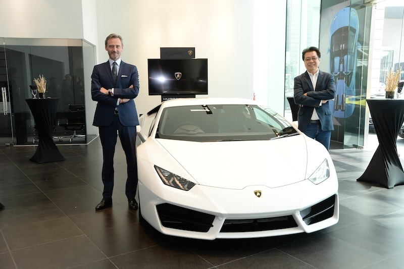 Head of South East Asia & Pacific of Automobili Lamborghini, Mr Sebastien Henry and Managing Director of Lamborghini Singapore, Mr Melvin Goh with the Lamborghini Huracán LP 580-2