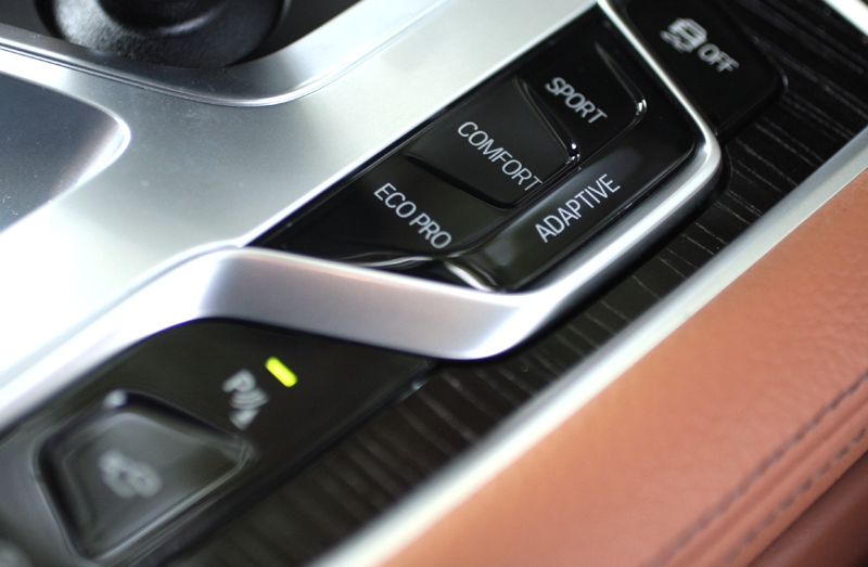 In Adaptive mode, the 740 Li will adjust itself according to the road conditions in real time