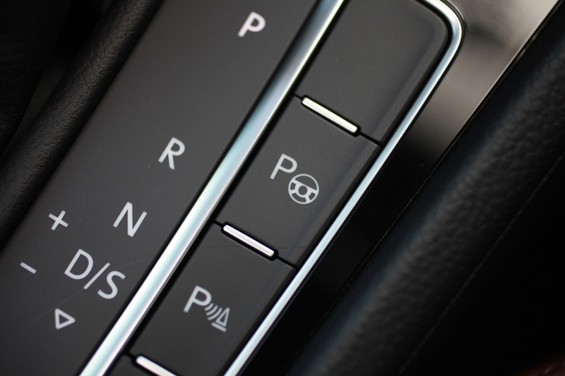 Not confident of your parking skills? Fret not, these two buttons would happily assist you