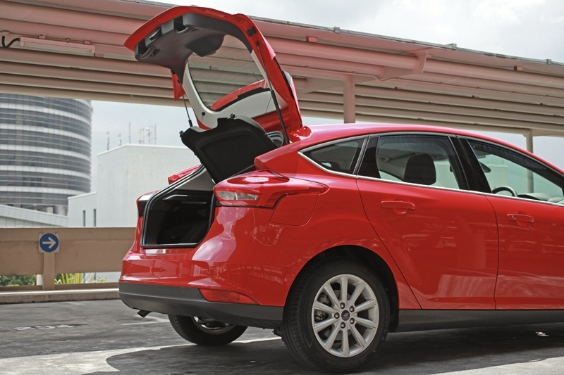 The rear hatch that opens high ensure getting items in and out of the boot is a hassle-free affair