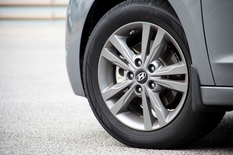 16-inch alloys wrapped in comfort-biased Hankook Ventus Prime 2 rubbers