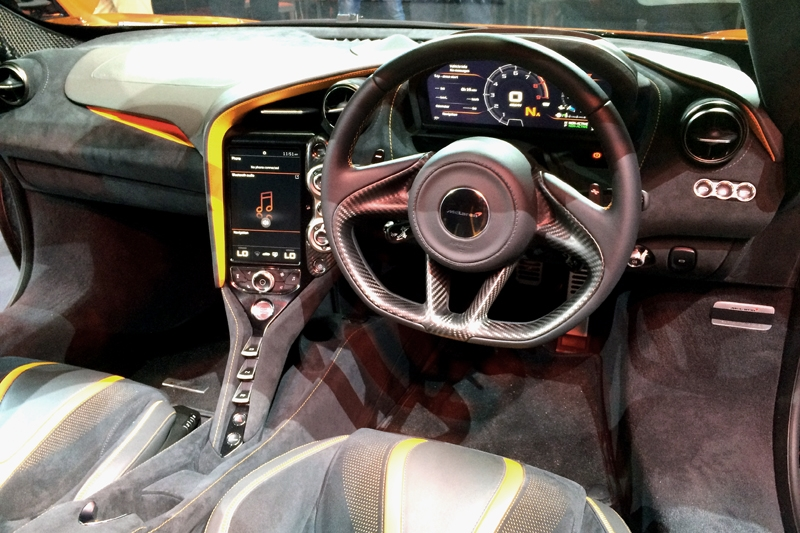 A much improved cockpit compared to the 650S