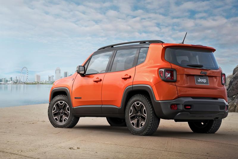 Experience the power and efficiency of the 1.4-ltr MultiAir turbocharged engine, mated to a 6-speed dual clutch automatic transmission. Other features on the Renegade Limited include Blind Spot Detect