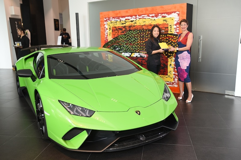 Ms Silvia Saliti, Head of Marketing & PR APAC, SEA, Oceania and India, Automobil Lamborghini presenting a token of appreciation to Chef Janice Wong who had created an edible art installation