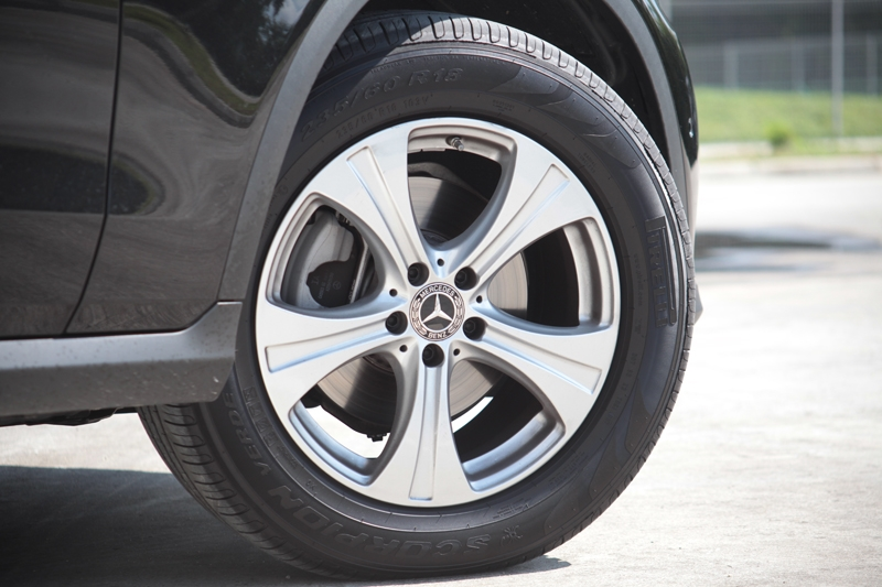 18-inch alloys wrapped in 235/60 R-18 Pirelli Scorpion Verde tyres