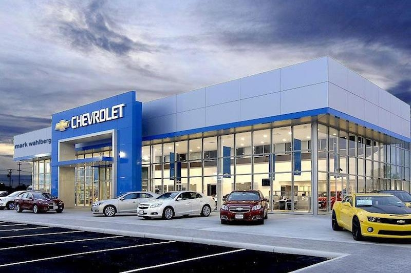 Car Dealerships Columbus Ohio >> Actor Mark Wahlberg Opens Chevrolet Dealership