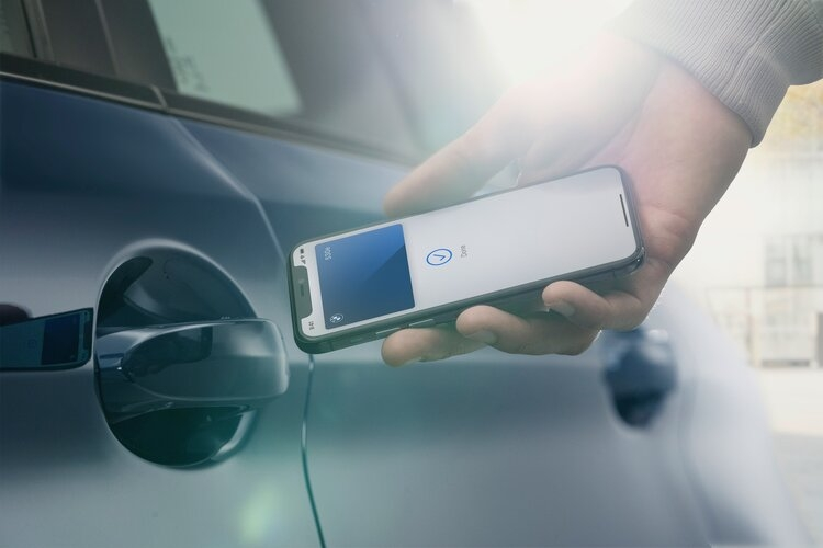 BMW Digital Key: Your smartphone can now be used to operate the new BMW 5 Series and BMW 6 Series Gran Turismo