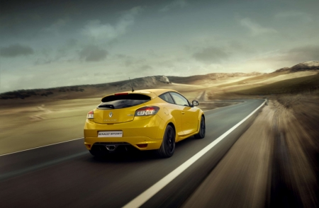 The new Mégane R.S. on the other hand is a 2.0-litre turbocharged pavement burner. Peak power is 250hp, while maximum torque stands at 340Nm which is available across a particularly broad rev-band to deliver a standard of performance that can be enjoyed equally on the road and on race tracks.