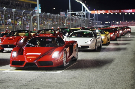 Ahead of the Qualifying Session, on Saturday 25th September at the Marina Bay circuit, 25 Ferrari owners took part in a track parade, led by the technological laboratory car 599XX, in its first appearance in Singapore. The event, dedicated to owners that want to experience Prancing Horse fun to drive at its purest, was arranged by Ferrari distributors Ital Auto Pte Ltd, in association with the Grand Prix organizers and Formula One Management.
