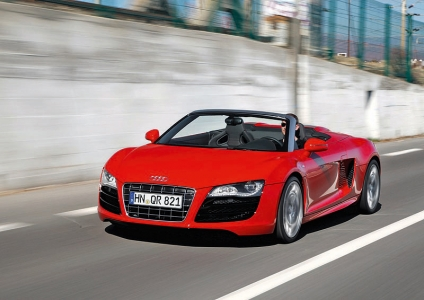The V10 engine produces 525 bhp and launches the open-top two seater to 100 km/h in 4.1 seconds on its way to a top speed of 313 km/h. Featuring technologies such as the Audi Space Frame (ASF), quattro permanent all-wheel drive, full-LED headlights and with an innovative seatbelt microphone as standard, the R8 Spyder 5.2 FSI quattro is the top-of-the-range Audi.