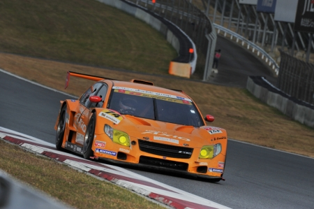 The GT300 class Race 1 began at 14:00. There was no confusion at the start, despite it being a standing start instead of the usual SUPER GT rolling start. The first car into corner one was the pole-starting No. 43 ARTA Garaiya (Shinichi Takagi). Following in second was the No. 74 COROLLA Axio apr GT (Yuji Kunimoto), but the third-place grid starter, the No. 11 JIMGAINER DIXCEL DUNLOP F430 (Katsuyuki Hiranaka), lost ground badly at the start. Among the leaders, the Hiroki Yoshimoto in the No. 66 triple a Vantage GT2 got an especially good start, jumping up from fifth position on the grid to be the third one into the first corner. From there, Takagi (No. 43) had trouble holding pace and was soon passed by No.74 (Kunimoto) and No. 66 (Yoshimoto). On lap 11, Yoshimoto (No. 66) accelerated past No. 74 (Kunimoto) to finally move into the lead.