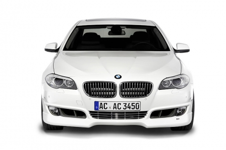 Visually, the AC Schnitzer side skirt elements with chromed design elements (available as an option) link the front and rear parts of the vehicle.