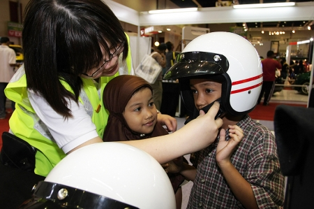 Whilst there are increasingly more 'road safety campaigns' being developed for Malaysian drivers, Innovate Solutions is out to educate and increase road safety awareness amongst youngsters. Since KLIMS'10 began on 3rd December, thousands of families have been able to actively participate in various informative activities which will be conducted until 12th December 2010. Innovate Solutions (booth 1B10, located at Hall 1) will be providing visiting children with a hands-on demonstration on ideal road safety practices for pedestrians and be given the opportunity to enhance their roadside manners that can prevent them becoming or causing another road-side tragedy.