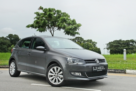 However, if there's any comment to be made on the exterior of the new fifth generation Polo, it does come with some lineage pretensions, its silhouette resembling a Golf from afar. It sports the same chunky dimensions as its older sibling with the same staid looking roof line. Product differentiation wise, there are still some elements that separate the Polo from the Golf such as the rear lights and a sportier looking front bumper.