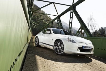 Unchanged is the 370Z's exceptional 3.7-litre V6 engine, as found in the latest units, it comes with VVEL (Variable Valve Event and Lift) technology, developing 328PS and an impressive 363Nm of torque. It is coupled to a short throw six-speed sports manual gearbox or a seven-speed automatic.