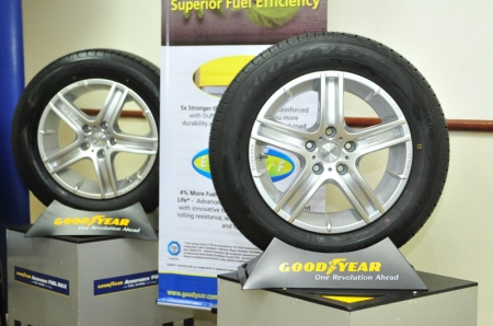 The new Goodyear Assurance Fuel Max tyre features an advanced full silica compound which reduces the friction between the tyre's rubber molecules and provides higher resistance to abrasion, resulting in reduced fuel consumption and a longer tread life. Additionally, the tyre is built with a hard base under the tread, which reduces deformation in the crown area and heat build-up. The tyre also features even pressure distribution that helps to reduce the rate of wear.