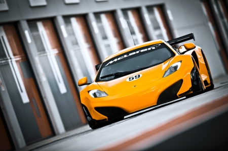 A new aerodynamics package produced entirely from carbon fibre has been developed by McLaren Racing in compliance with GT3 regulations, incorporating a new front splitter, door blade, rear wing, diffuser and louvres in the front fenders.