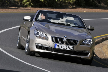Capable of offering a luxurious yet dynamic driving experience, the new BMW 6 Series Convertible is reflected in the sportiness of its exterior design. A long, sweeping bonnet, set-back passenger compartment, long wheelbase and flat waistline combine to create the proportions typical of a BMW convertible. The precise interplay of eye-catching lines and meticulously sculpted surfaces help to give the new 6 Series Convertible an arresting look.