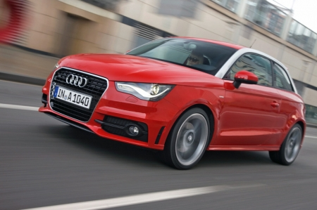 The faster, sportier and more powerful Audi A1 has a compact, lightweight engine with four valves per cylinder, delivering 185 bhp and 250 Nm of torque. The sprint from zero to 100 km/h takes just 6.9 seconds, and the top speed is 227 km/h. This A1 achieves its spontaneous response and high propulsive power, even at high speeds, thanks to its special concept — a combination of super charger and turbo charger.