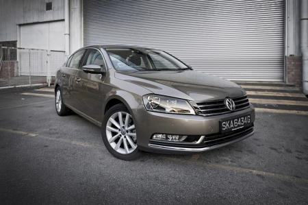To be really honest, the Passat's looks are its downfall. I might be giving it away too early in this story, but the Passat is truly a great car to drive and own, I just wished it looked just as good. It is by no means ugly, but at the same time, it lacks a strong personality. It just looks bland - which I guess will work for those who don't want too much attention.