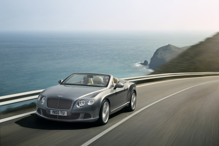 While the first Continental GTC was elegant and understated, the sharper radii and assertive stance of the new model delivers a more contemporary and muscular presence. Advanced manufacturing techniques produce aluminium front wings without the need for seams or welds creating the look and feel of a coach-built car. Twenty-inch wheels are now standard with three styles of 21-inch wheel, a first for GTC, available as an option, reinforcing the distinctive, sporting stance of the new Bentley.