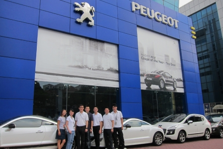 On 8th October, a fleet of Peugeot cars driven by AutoFrance staff supported the Ritz-Carlton charity car wash, where a team of beneficiaries from MINDS were stationed at SPC Telok Blangah Petrol Station from 9am to 4pm. For every Peugeot car which participated in the car wash, AutoFrance made a donation of $50 to MINDS.
