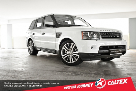 """First up: The looks. The Range Rover Sport is still as big and imposing, even though we noticed several """"softer"""" features. The grille has been replaced with a less prominent two-bar design instead of the older three. The lights still maintain their shape, but the front lamps have been updated with a ring of LEDs that form the daytime running lights, while the lights in the rear get a subtle work-over."""