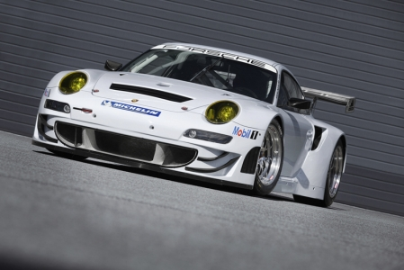 Powering the new 911 GT3 RSR is a particularly efficient six-cylinder boxer engine with a four-litre capacity. With a mandatory air-restrictor, it generates 460 hp (338 kW) and drives the 310 millimetre wide rear wheels. The diameter of the front wheels has increased by 30 mm to now measure 680 millimetres. The Porsche sequential six-speed gearbox is operated via paddle shifts on the steering wheel.
