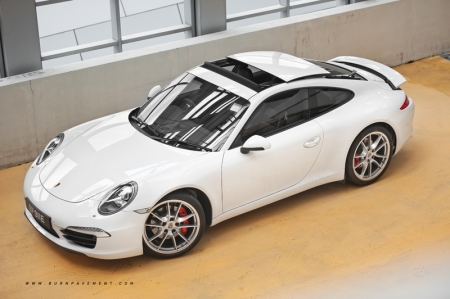 That is until you view it from the side; the first give away. After all, the 991 was stretched by a further 100mm.