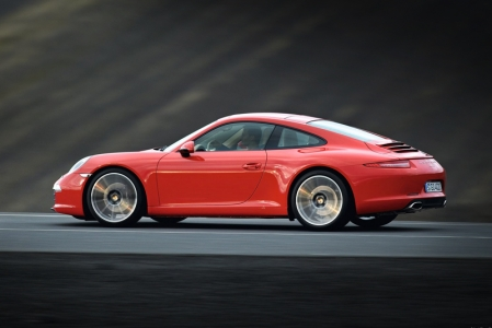Additionally, the Carrera 2 outputs lower CO2 emission, and now thanks to the synergy with the Eagle F1 Asymmetric 2 tyres, the CO2 ratings get even lower. This is due to the technology driven by reduced tyre weight and a new 'high surface' silica grade that contributes to reduced heat generation (lowering the rolling resistance).