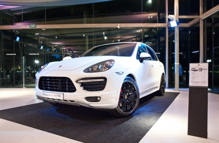 The Cayenne GTS features signature trims in high-gloss black, prominent side skirts and wider wheel arches. The launch model had glossy black wheels in a huge and delicious 21