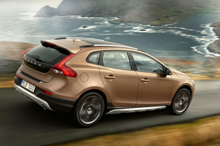 The interior is lavished with leather seats, a Panoramic Glass Roof and an optional two-tone upholstery.  The Raw Copper exterior launch colour is echoed in the contrasting stitching. Further emphasis of the colour can be made by choosing the Copper Dawn centre stack inlay.