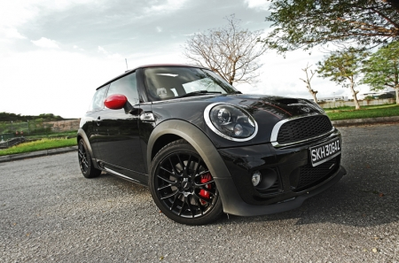 Our test-car was finished in black and matched with glossy black wheels. Racing stripes, wing mirrors and brake calipers were peppered in red, and the result is a rather mean looking supermini that looks ready to take on cars twice its size.