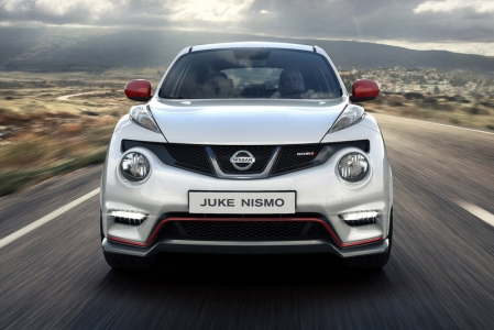 That is not a problem if you are rich. However, the majority of us are not rich, which means that a fast Juke is out of our reach. Until now with the introduction of the Nissan Juke Nismo.