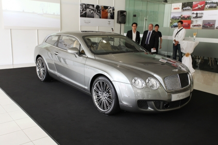 Built near Milano where the company is based, the quality in the manufacturing and finish is nothing short of staggering. From the A-pillar backwards, the new exterior body panels are hand-shaped in steel – including the roof, new wider rear wings, and the internal reinforcements of the complete rear section of the car.