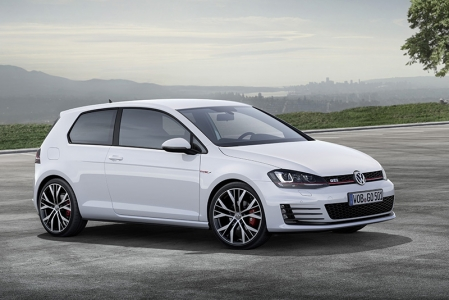 Stomp on the pedal from standstill and the new GTI will accelerate to 100 km/h in 6.5 seconds and reach a top speed of 246 km/h. The GTI Performance will edge ahead a little at 250 km/h and 6.4 seconds for the sprint to 100 km/h.