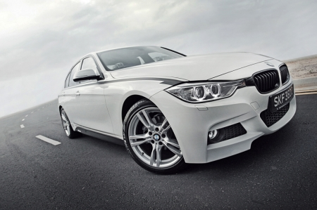 Already distinctive and rather good to look at, the new 3 Series is made even more desirable with this aggressive bodykit. While the stock 3 has design cues that resemble the bigger 5 Series, the added M kit seems to lend well to help the 316i carve its own identity, which is definitely a good thing.