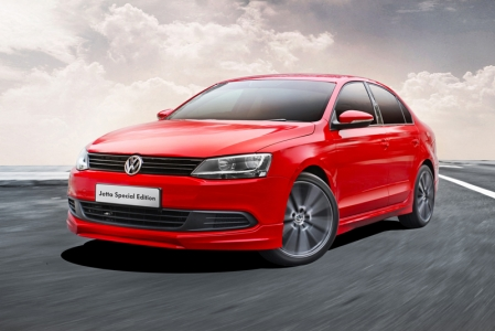 Called the Jetta Special Edition, the car gets a full bodykit for the front, rear and sides, 18-inch Preston alloy rims, chrome tailpipes, tinted windows and aluminium pedals. Mechanically it's identical to the Jetta and Jetta Sport, with a choice of 122 or 160 bhp 1.4 TSI engines, mated to the familiar 7-speed DSG gearbox. The $10,000 CEVS rebate applies for the Jetta SE too.