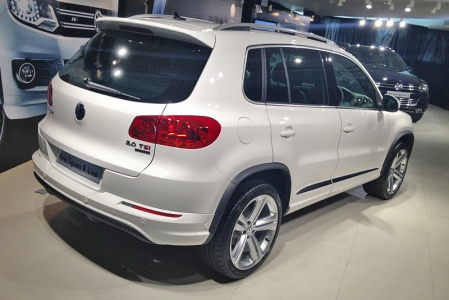 Not quite enjoying the same full-fledged performance status as its R models, R-Line is instead more akin to BMW's M-Sport: appearance packages for its ordinary models to look like their more sporting stablemates. As such, the Tiguan R-Line features body-coloured front, rear and side skirts with a purposeful looking rear diffuser, as well as a roof spoiler and new 19-inch 'Mallory' alloys with beefy 225/40 tyres.