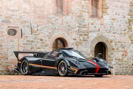 Unveiled to clients and family during Vanishing Point 2013, the International Pagani gathering, the Revolucion would be the ultimate Zonda. Just like the Cinque and the R, the Revolucion has a Carbo-tanium central monocoque which weighs it in at 1070 kg. This lightweight shell is pushed around courtesy of an 800 bhp 6.0-liter V12, resulting in an impressive 748 bhp per tonne.