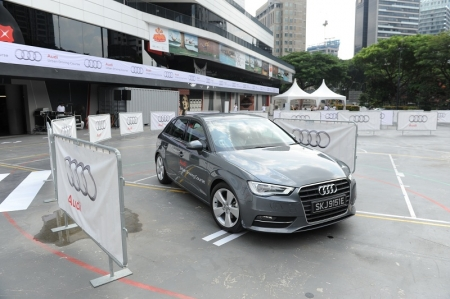 Targeting the challenging conditions of an urban drive landscape, the test drive event was held in the high-traffic Orchard area at Scape. Participants who have signed up with Audi Singapore take on the challenge of safe city driving in the sleek and compact Audi A1 Sportback, Audi A3 Sportback and Audi Q3. Drivers will manoeuvre through a parallel parking course, crank-course, S-course and a test drive in the city.