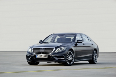 In fact, the car has been widely received, with quite a number of orders already placed for Mercedes-Benz's latest version of its flagship luxury limousine. Three variants will be made available namely the S400 HYBRID, S500 and S350 BlueTEC. All models boast class-leading efficiency and up to 20 percent lower fuel consumption than the outgoing model series, with the engines meeting the requirements of the Euro 6 emissions standard. In addition to this, the S400 HYBRID and S350 BlueTEC meet the strict criteria of efficiency class A.