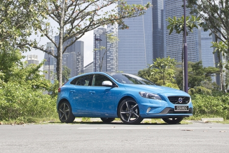 Looks wise, the V40 R-Design is truly an exciting car that screams