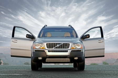 The XC90 was awarded more than 100 international awards, including