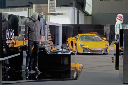 To celebrate this unique partnership, Boss presents a popup store at the atrium of The Shoppes at Marina Bay Sands Level 1, which will be retailing the Boss McLaren 2014 Fall/Winter Collection. It also showcases racing paraphernalia from past and present McLaren drivers, including the driver's kit of both Jenson Button and McLaren's newest driver Kevin Magnusson.