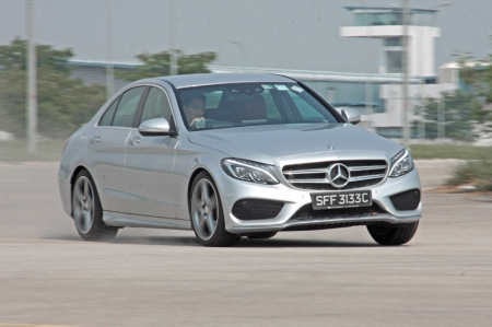On a Saturday night and when you have the urge to play Lewis Hamilton, the C250 remains capable. It thrusts forward with dignity, it overtakes on the expressway without feeling breathless and in a slalom we created, it changes directions in an assuring manner.