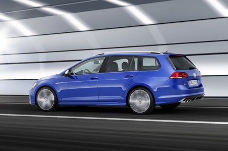 The turbo engine of the Golf R Variant provides up to 380 Nm torque via a standard 6-speed dual-clutch gearbox (DSG) to the permanent 4MOTION all-wheel drive. Distribution of the drive power over all four wheels guarantees maximum traction, performance and active safety.